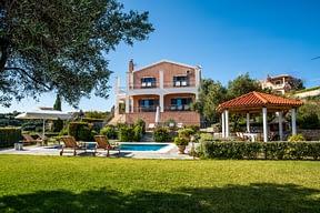 Luxury family Villa with Pool , BBQ, Gardens